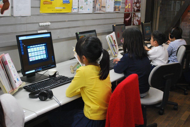女の子もプログラミング