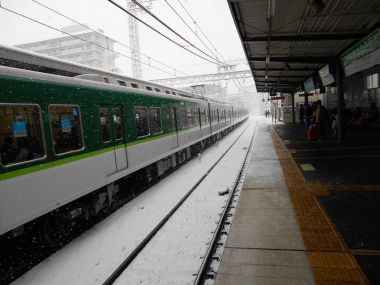 藤森駅も真っ白