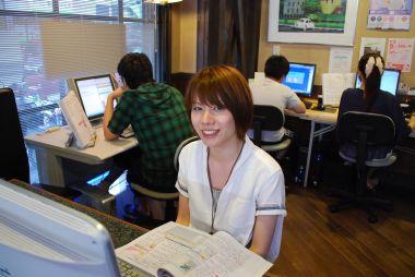 午前はキッズクラスのインスト原田さん。午後は生徒さんに戻ってAccessを特訓中です。
