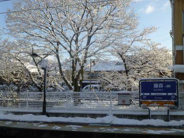 雪の藤森駅
